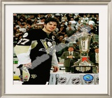 Sidney Crosby with the 2007-08 Prince of Wales Trophy Framed Photographic Print