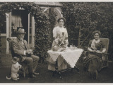 Typical Edwardians Taking Afternoon Tea in the Garden Lámina fotográfica