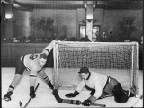There's a Goal Mouth Scramble During This Game of Ice Hockey Reproduction photographique
