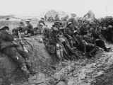 Weary British Troops Rest after Action at Aveluy Wood During the Battle of the Somme Photographie par Robert Hunt
