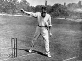 W.G. Grace Bowling at the Crystal Palace Cricket Ground Papier Photo
