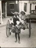 A Horned Rickshaw Man in Bulawayo, Southern Rhodesia (Now Zimbabwe) Fotografická reprodukce