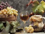 Close-Up of a Glass of Wine with a Bunch of Grapes Reproduction photographique par G. Cigolini