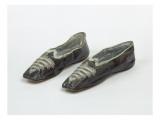 Paire de souliers de l'Impératrice Joséphine en cuir marron et soie bleu ci Giclee Print