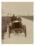 1901, La Panhard et Levassor sur la route du parc agricole d&#39;Ach&#232;res. Au volant Ren&#233; de Knyff Reproduction proc&#233;d&#233; gicl&#233;e