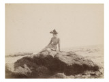 Jeune femme assise sur un rocher, au bord de la mer Reproduction proc&#233;d&#233; gicl&#233;e par Gustave Eiffel
