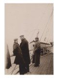 coupe Gordon-Bennett 1903, Irlande : sur le bateau, M. Mors au centre, &#224; droite le coureur Gabriel. Reproduction proc&#233;d&#233; gicl&#233;e