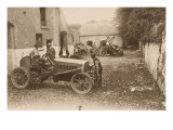 coupe Gordon-Bennett 1903, Irlande : les voitures Panhard et Levassor dans une cour de ferme ; au Reproduction proc&#233;d&#233; gicl&#233;e