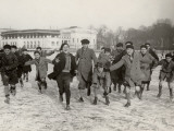 Ice Skating on Lake of Enghien (1933) Impressão fotográfica
