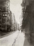 Atget, Paris, Rue Quincampoix Rambuteau Between Street and Rue Aux Ours Fotografie-Druck von Eug? Atget