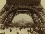 Paris, 1900 World Exhibition, Shot of the Eiffel Tower from the Champ De Mars Photographie par Brothers Neurdein