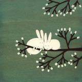 Conejos en el árbol de malvavisco Arte por Kristiana Pärn