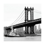 Manhattan Bridge with Tug Boat Reproduction procédé giclée par Erin Clark