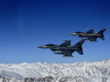 US Air Force F-16 Fighting Falcons Conduct Operations over Eastern Afghanistan Impressão fotográfica