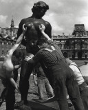 Venus Grabbed by the Throat, 1964 Print by Robert Doisneau