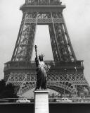 La Tour Eiffel En Liberté, 1969 Plakat af Robert Doisneau