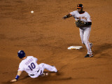 San Francisco Giants v Texas Rangers, Game 4: Edgar Renteria,Michael Young Photographic Print by Stephen Dunn
