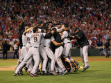 Texas Rangers v. San Francisco Giants, Game 5:  San Francisco Giants celebrate their 3-1 victory Photographic Print by Ronald Martinez