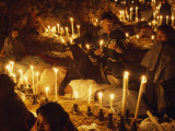 Candles Light a Cemetery Where Indians Celebrate the Day of the Dead Lámina fotográfica por W.E. Garrett