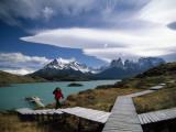 Patagonia's Craggy Paine Massif Rises Beyond Lake Pehoe Fotografie-Druck von Pablo Corral Vega