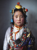 A Tibetan Girl Dressed in Traditional Clothes for a Horse Festival Fotografisk tryk af Alison Wright
