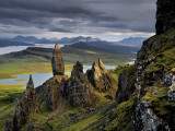 Basalt pinnacles loom over the Sound of Raasay. Fotografiskt tryck av Jim Richardson