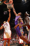 Phoenix Suns v Miami Heat: Channing Frye and Juwan Howard Photographic Print by Victor Baldizon