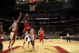 Philadelphia 76ers v Toronto Raptors: Jrue Holiday and Peja Stojakovic Fotografisk tryk af Ron Turenne