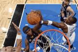 Memphis Grizzlies v Orlando Magic: Zach Randolph, Mickael Pietrus and Marcin Gortat Fotografisk tryk af Fernando Medina