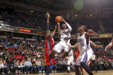 New Jersey Nets v Sacramento Kings: Tyreke Evans Photographic Print by Don Smith