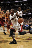 Miami Heat v Cleveland Cavaliers: Dwyane Wade and Anthony Parker Fotografisk tryk af David Liam Kyle
