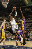 Los Angeles Lakers v Indiana Pacers: Roy Hibbert, Lamar Odom and Pau Gasol Photographie par Ron Hoskins