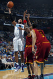 Cleveland Cavaliers v New Orleans Hornets: David West and Ryan Hollins Photographic Print by Layne Murdoch