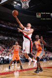 Phoenix Suns v Portland Trail Blazers: Earl Barron and Brandon Roy Photographic Print by Sam Forencich