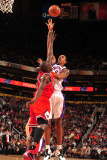 Chicago Bulls v Phoenix Suns: Channing Frye Photographic Print by Barry Gossage