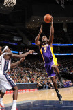 Los Angeles Lakers v New Jersey Nets: Lamar Odom and Anthony Morrow Photographic Print by Andrew Bernstein