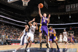 Los Angeles Lakers v New Jersey Nets: Steve Blake and Kris Humphries Photographic Print by Andrew Bernstein
