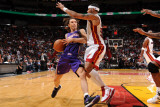 Phoenix Suns v Miami Heat: Steve Nash and Eddie House Fotografie-Druck von Andrew Bernstein
