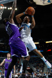 Sacramento Kings v New Orleans Hornets: Marcus Thornton and Samuel Dalembert Photographie par Chris Graythen