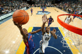 Detroit Pistons v Memphis Grizzlies: Rodney Stuckey and Darrell Arthur Photographie par Joe Murphy