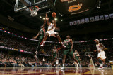 Milwaukee Bucks v Cleveland Cavaliers: Mo Williams and Keyon Dooling Photographic Print by David Liam Kyle