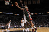 Milwaukee Bucks v San Antonio Spurs: Drew Gooden and Antonio McDyess Photographic Print by D. Clarke Evans