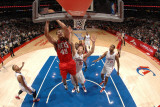 New Jersey Nets v Los Angeles Clippers: Kris Humphries and Blake Griffin Photographic Print by Noah Graham