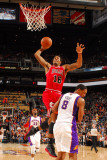 Chicago Bulls v Phoenix Suns: James Johnson and Channing Frye Photographic Print by Barry Gossage