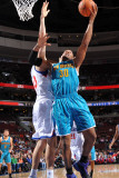 New Orleans Hornets v Philadelphia 76ers: David West and Spencer Hawes Fotografie-Druck von David Dow