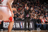 Los Angeles Lakers v Chicago Bulls: Tom Thibodeau Photographic Print by Andrew Bernstein