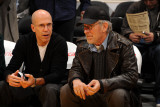 Washington Wizards v Los Angeles Lakers: Jeffrey Katzenberg and Steven Spielberg Fotografisk tryk af Andrew Bernstein