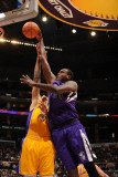 Sacramento Kings v Los Angeles Lakers: Samuel Dalembert Photographie par Noah Graham