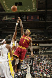 Cleveland Cavaliers v Indiana Pacers: Daniel Gibson and James Posey Fotografisk tryk af Ron Hoskins