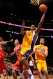 Chicago Bulls v Los Angeles Lakers: Lamar Odom Photographic Print by Noah Graham